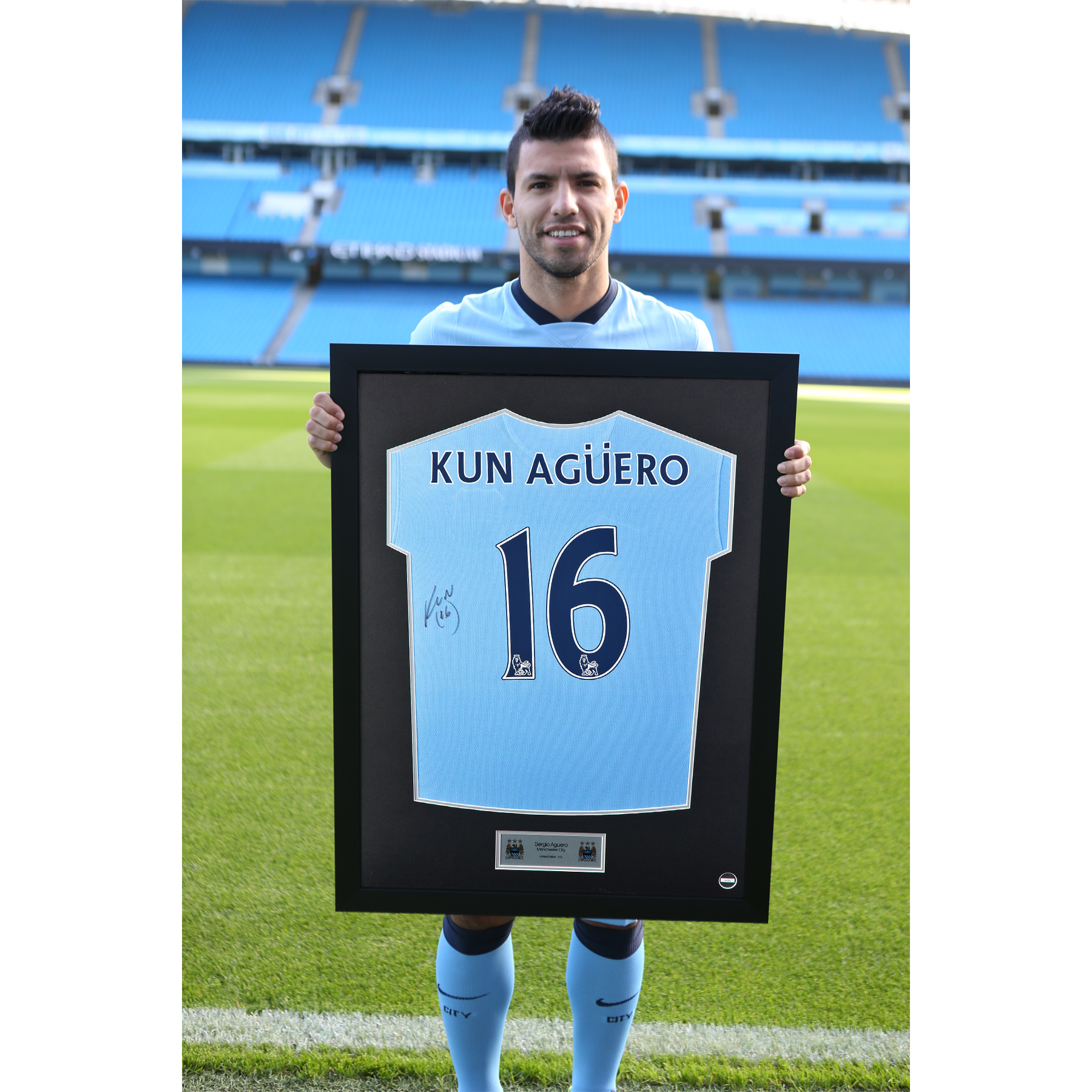 Manchester City Framed 2014/15 Home Shirt Signed - Kun Aguero