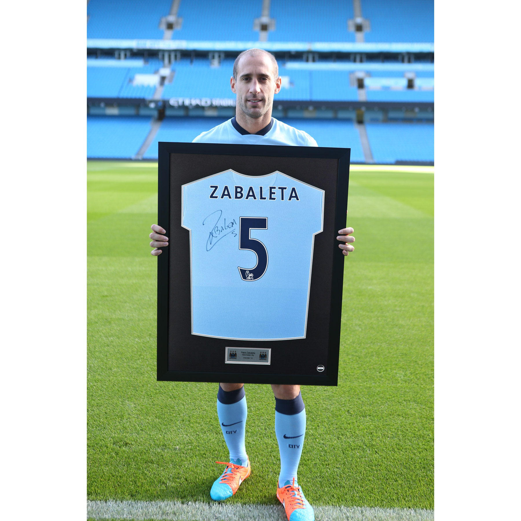 Manchester City Framed 2014/15 Home Shirt Signed - Pablo Zabaleta