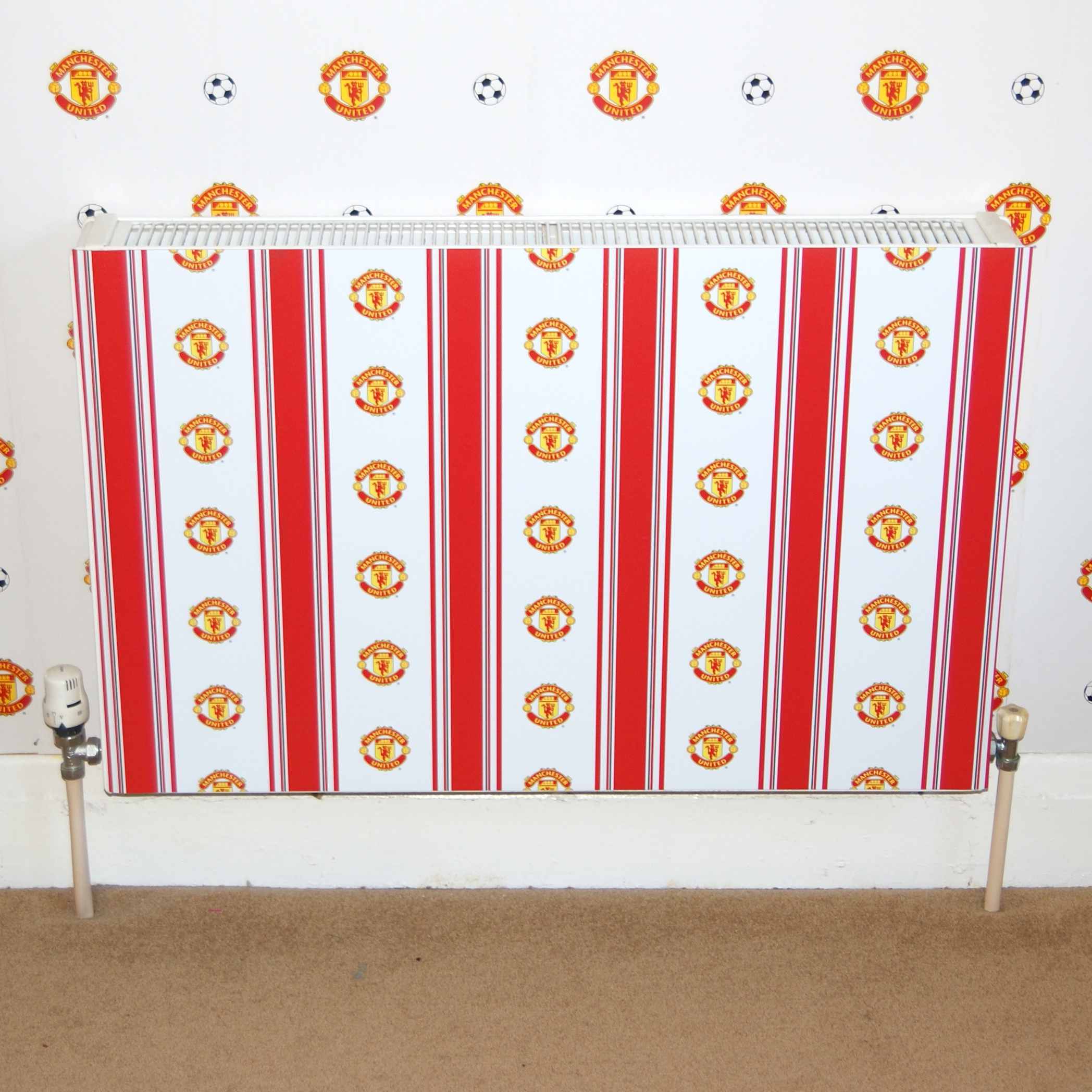 Manchester United Magnetic Stripe Radiator Cover - 1000mm x 600mm