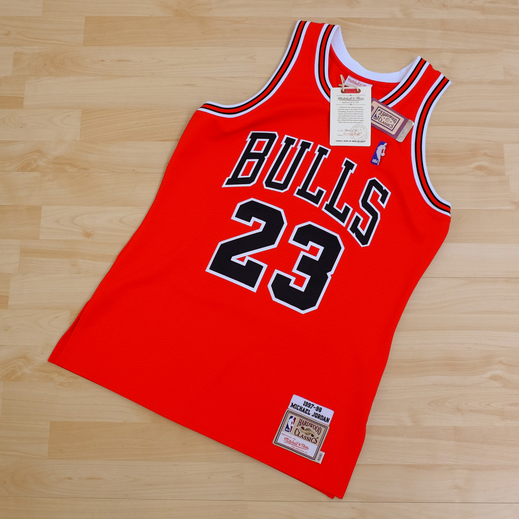 Chicago Bulls Mitchell & Ness 1997 Authentic Home Jersey - Michael Jordan - Mens