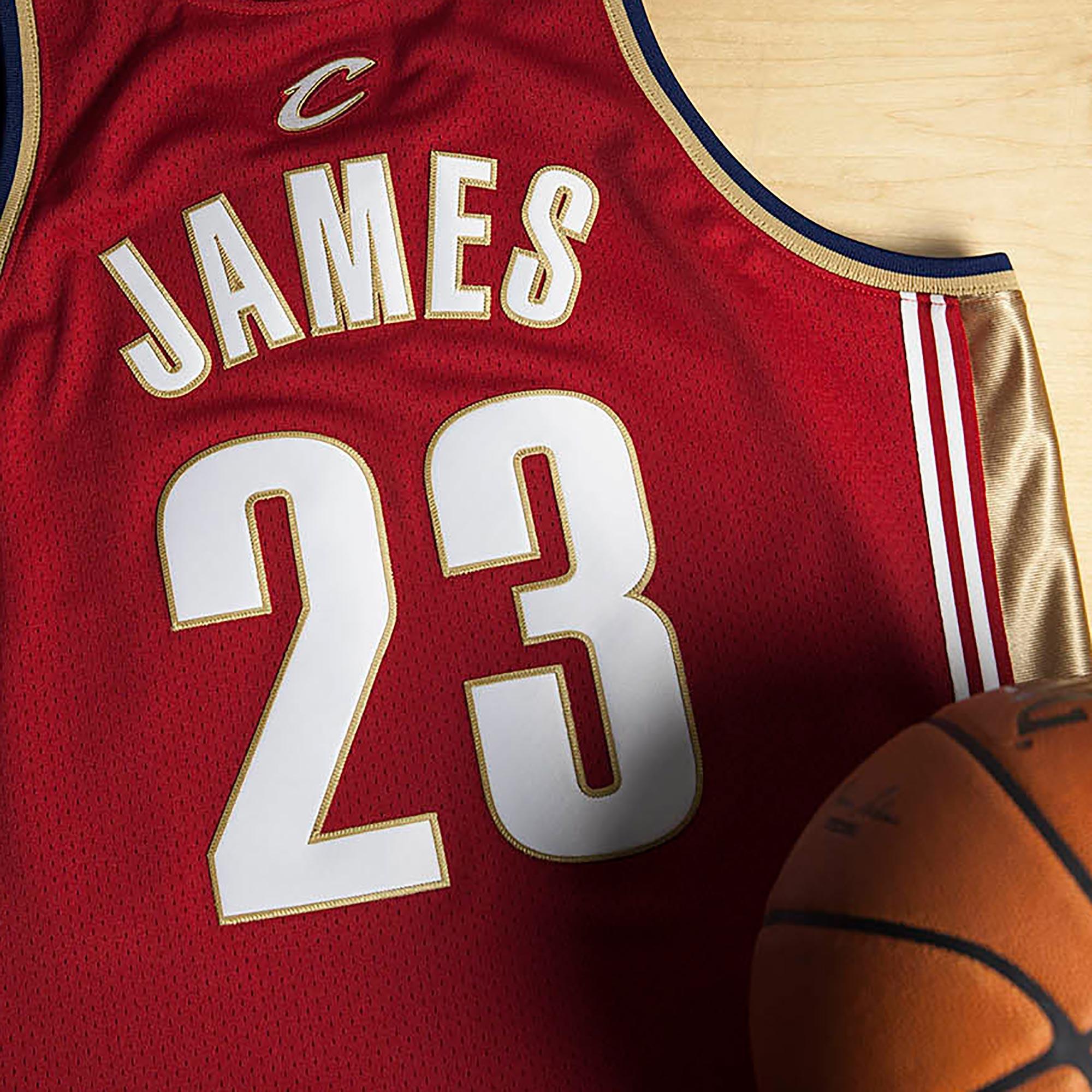 Camiseta genuina de Lebron James como debutante de equipo visitante de los Cleveland Cavaliers del campeonato 2003-04 de Mitchell & Ness